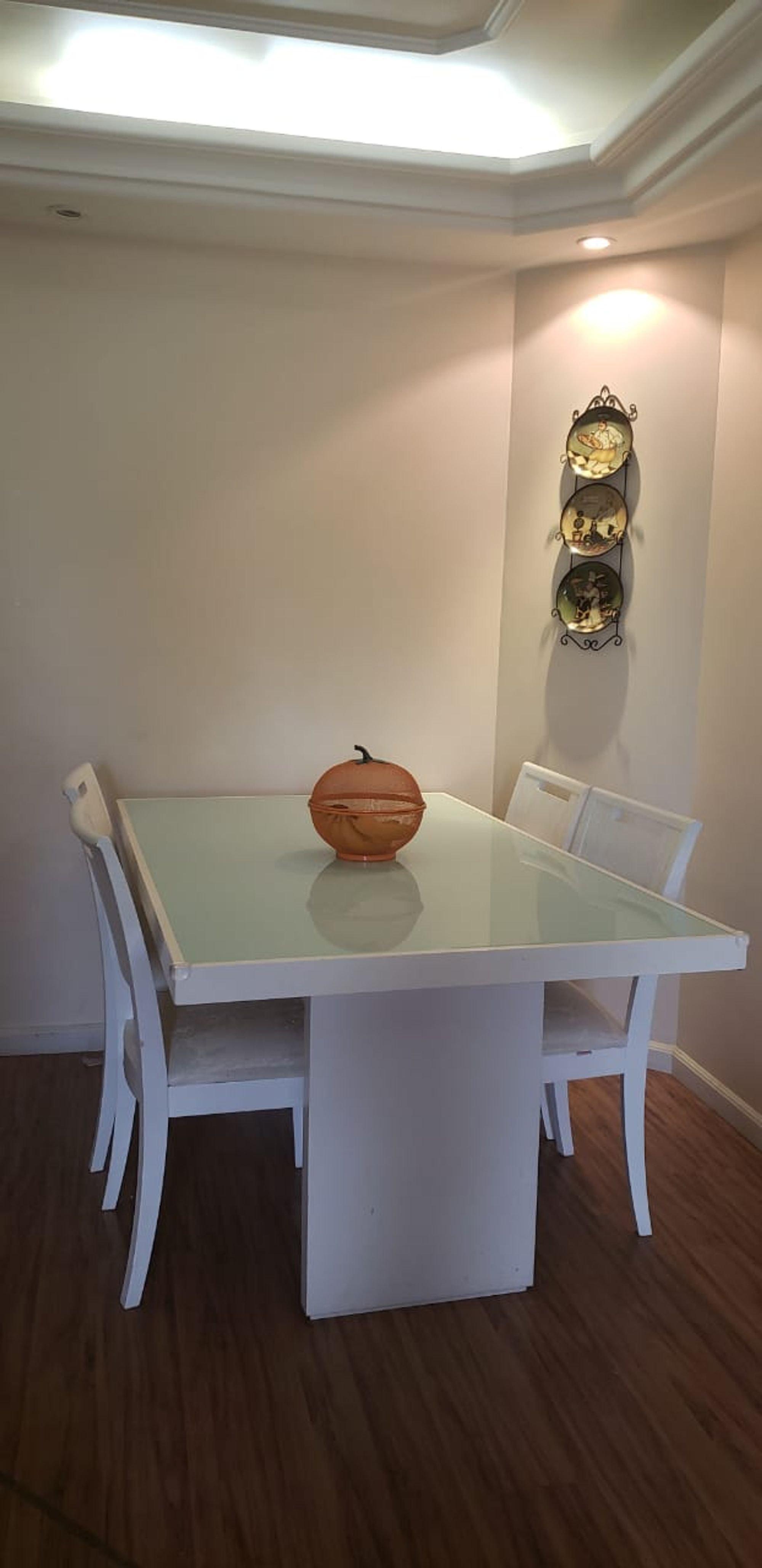 Foto de Hall com mesa de jantar