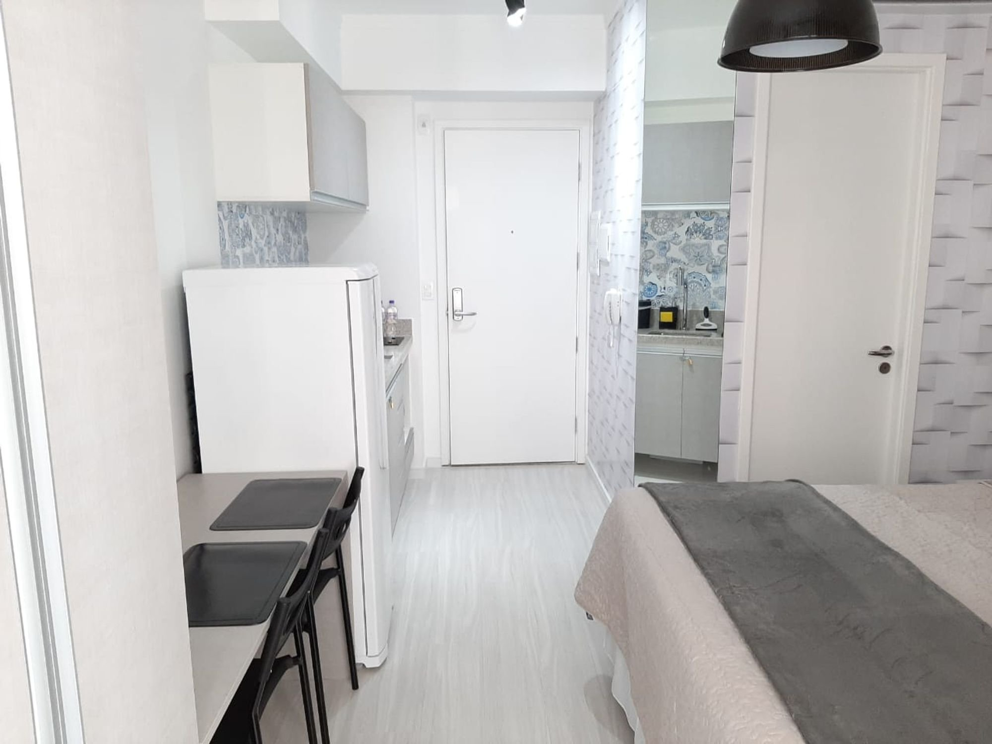 Foto de Sala com geladeira, cadeira