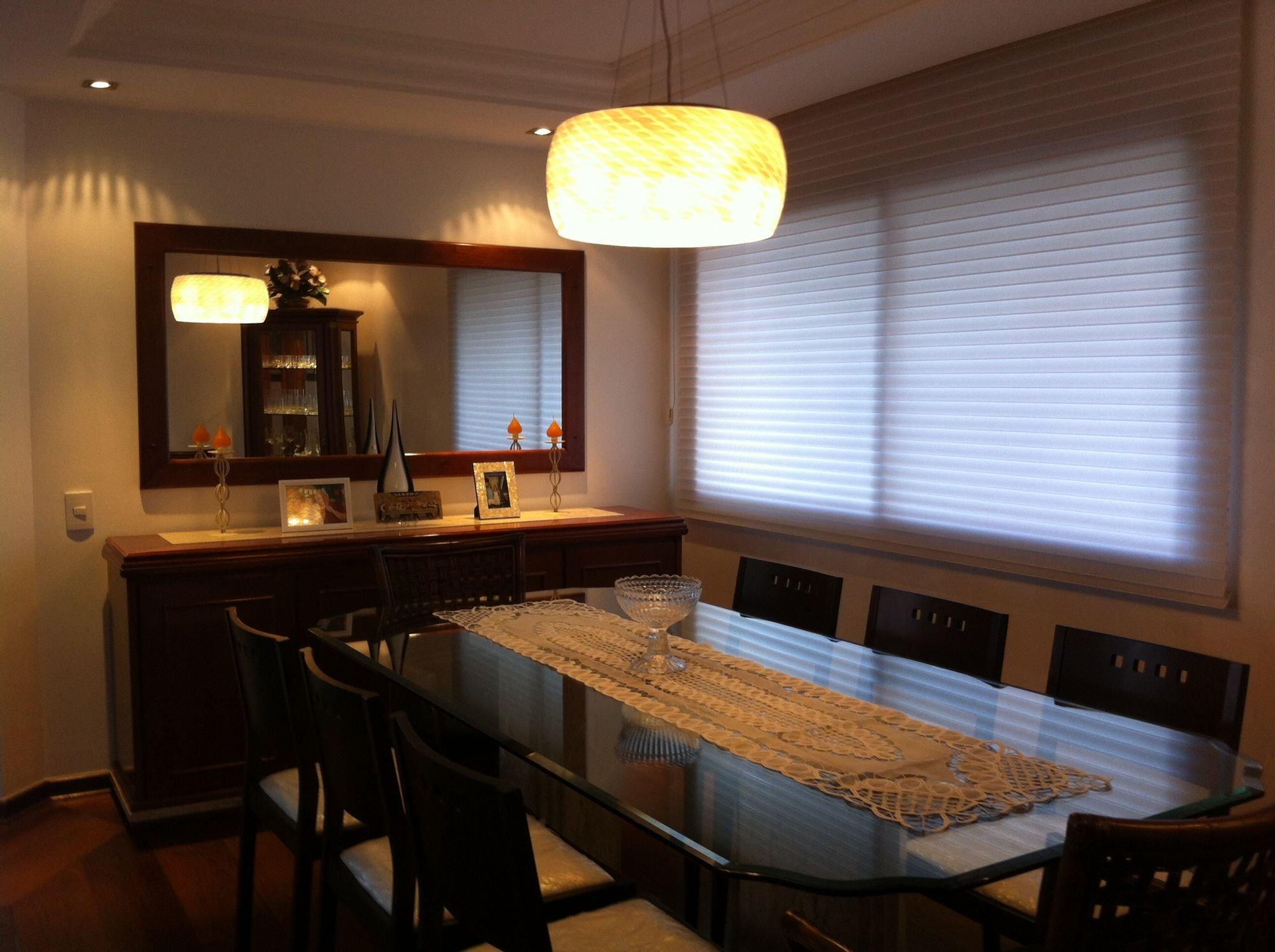 Foto de Sala com cadeira, pia, mesa de jantar