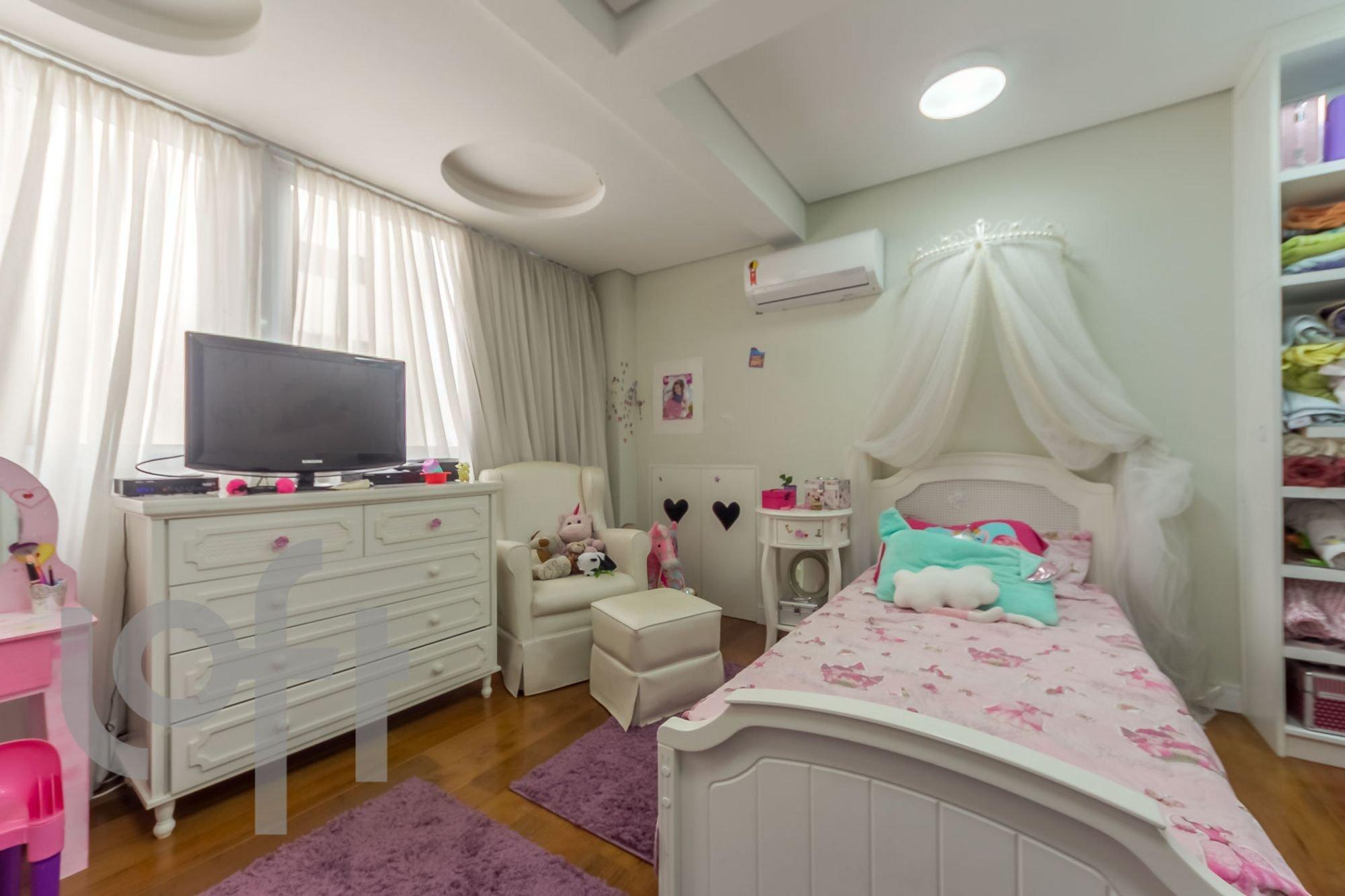 desktop_master_bedroom13.jpg