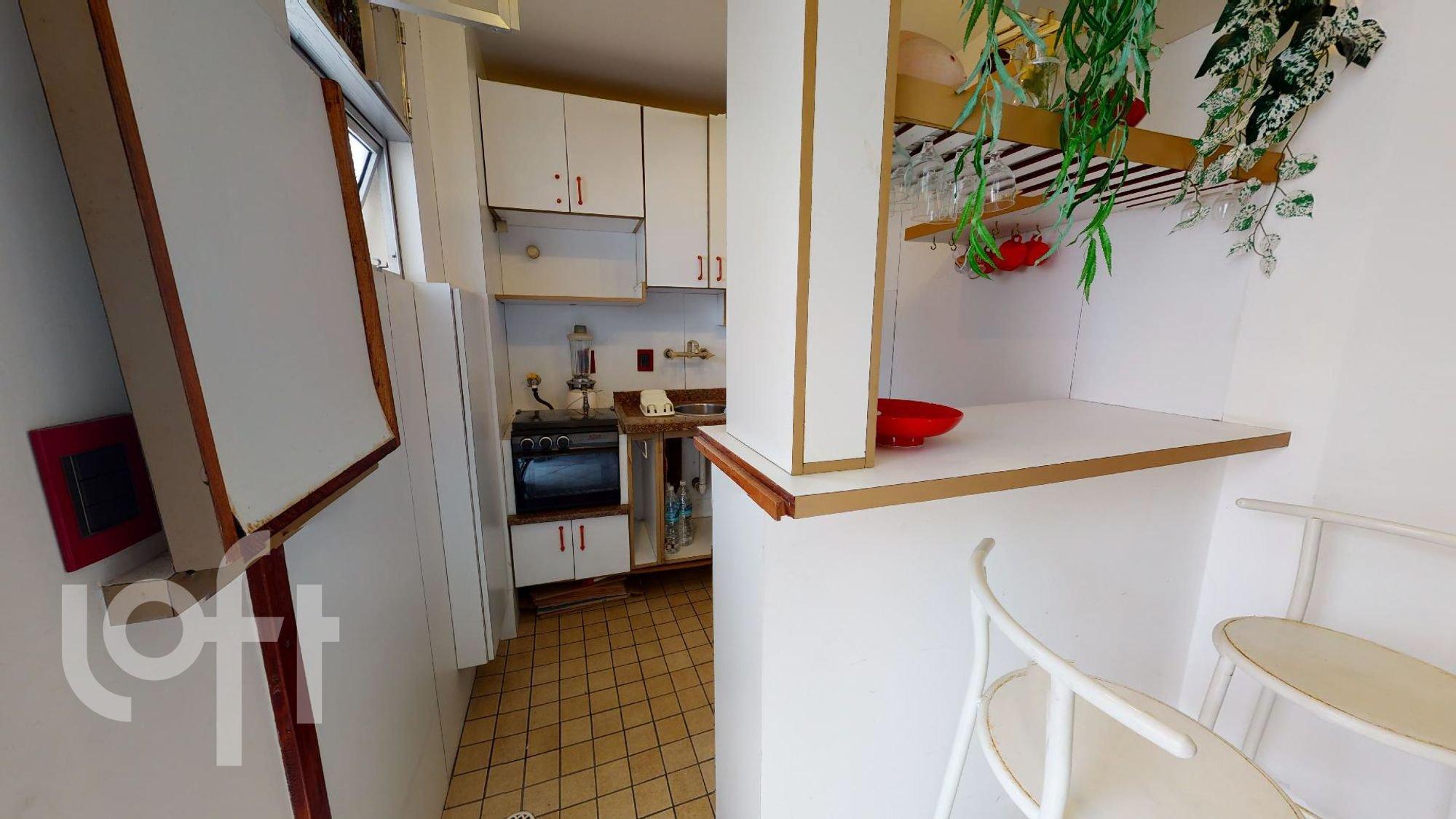 Foto de Cozinha com vaso de planta, forno, tigela, cadeira
