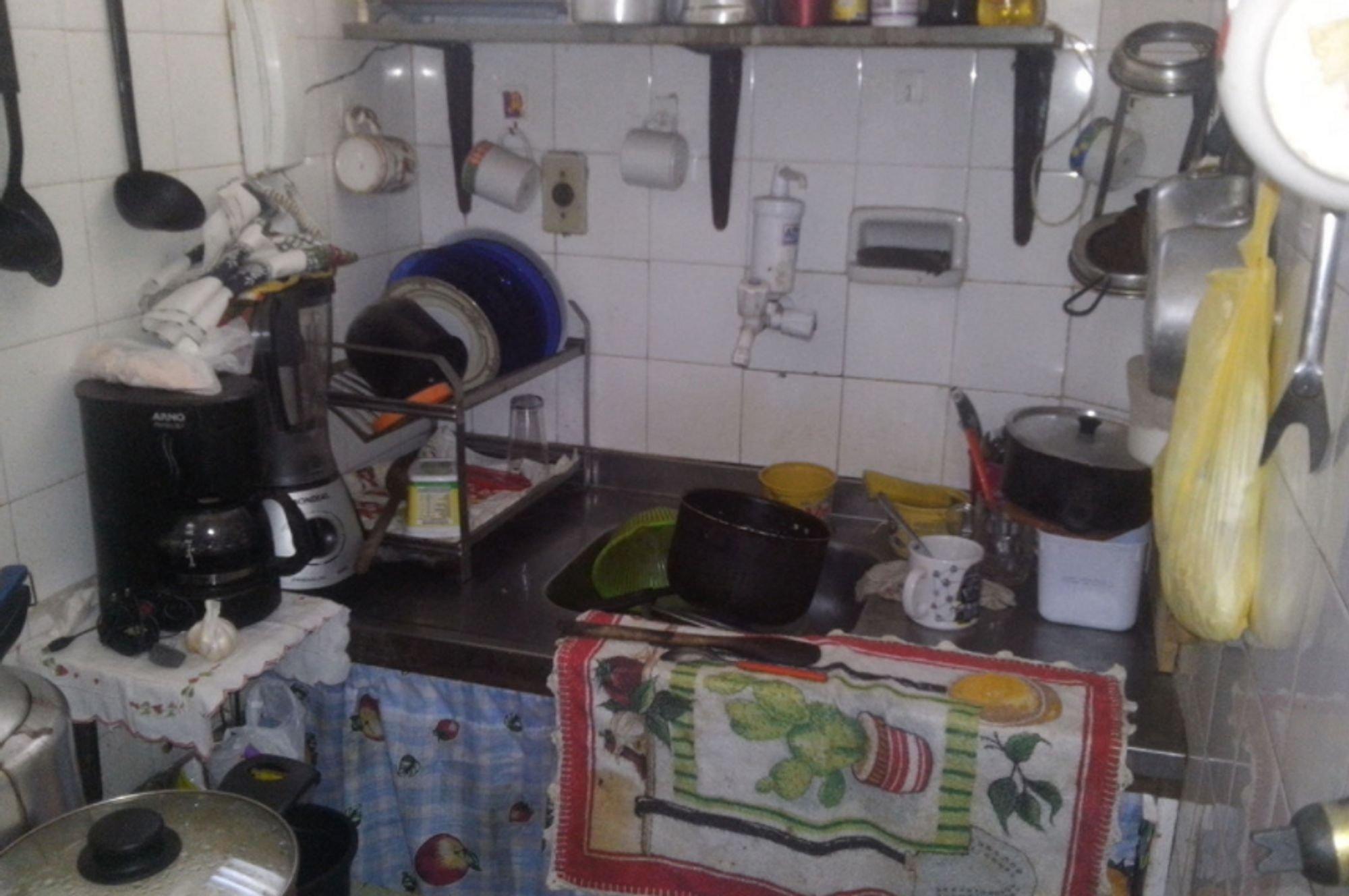 Foto de Cozinha com colher, tigela, xícara