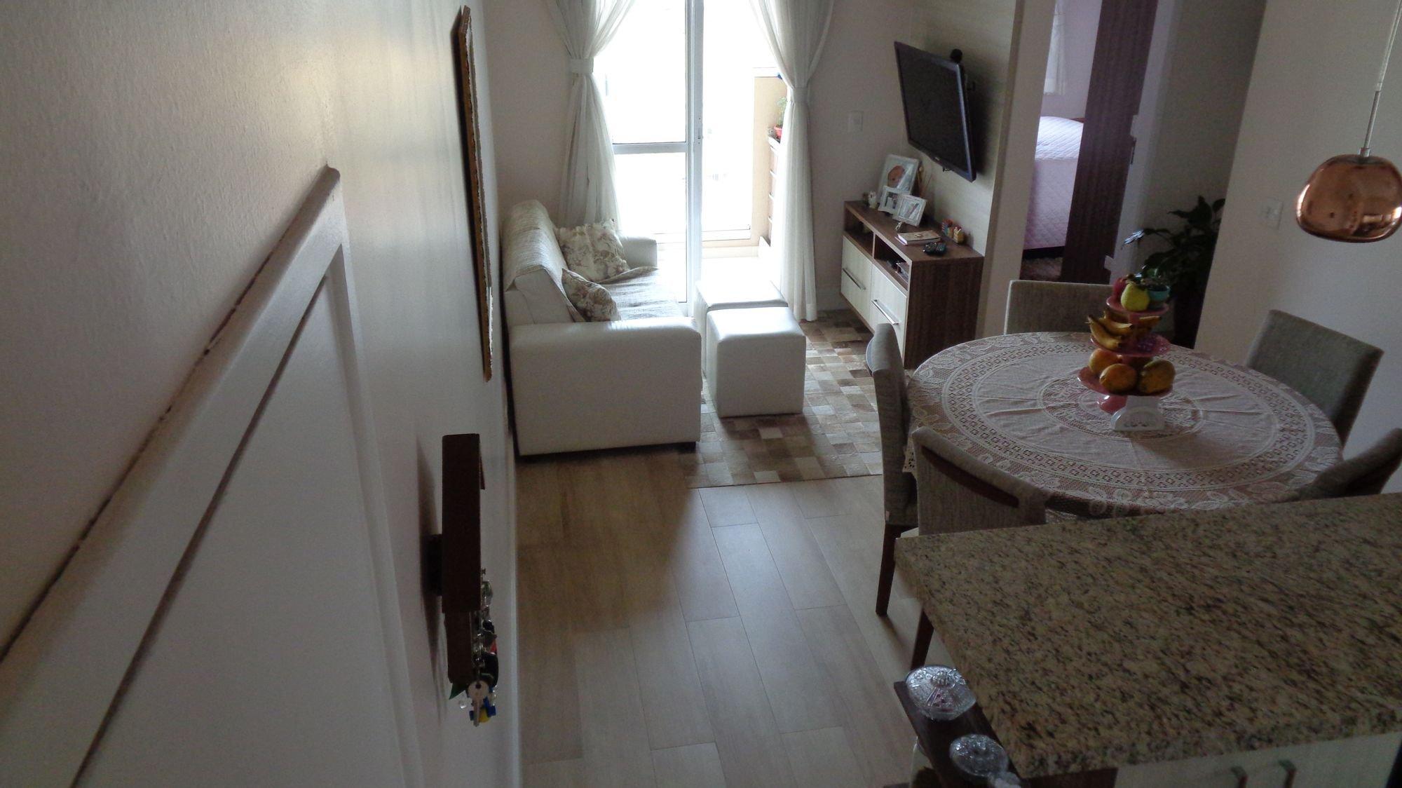 Foto de Sala com televisão, cadeira, mesa de jantar