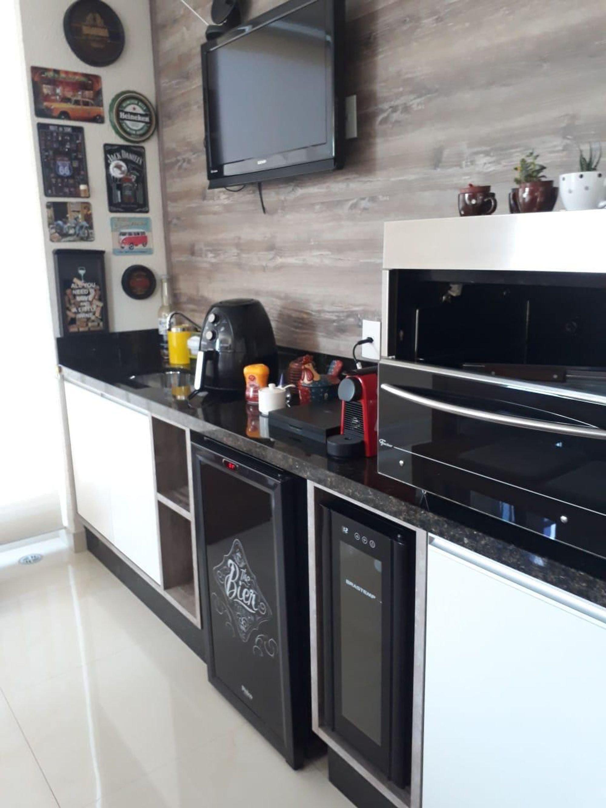 Foto de Cozinha com vaso de planta, forno