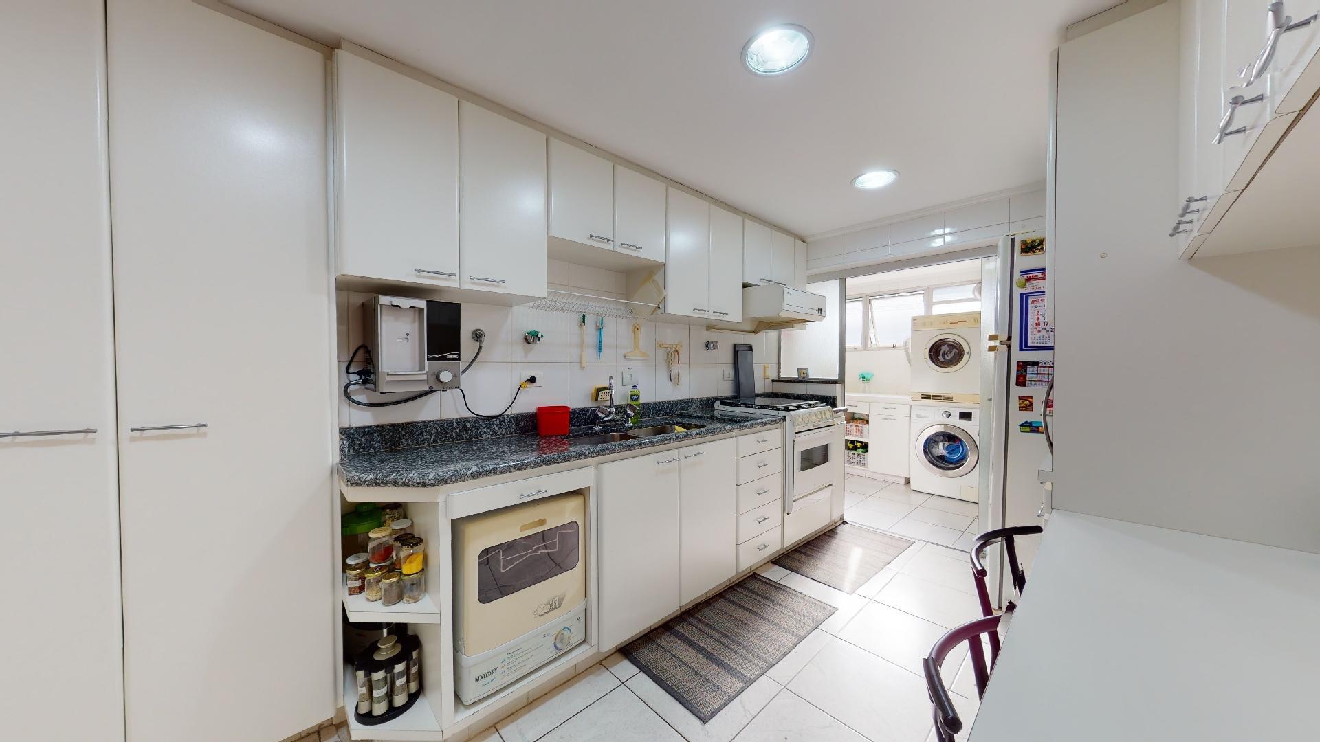 Foto de Cozinha com forno, cadeira, xícara