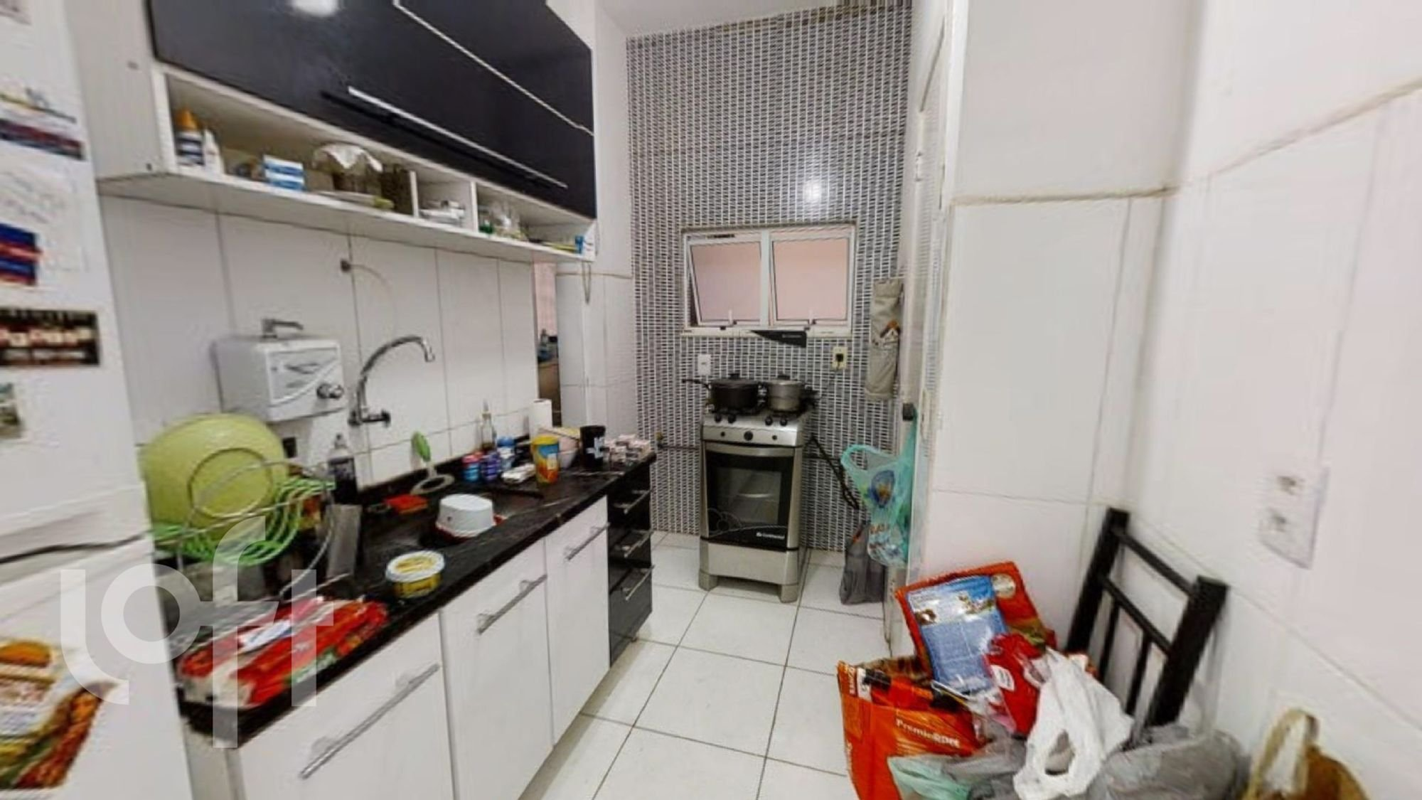 Foto de Cozinha com forno, tigela, garrafa