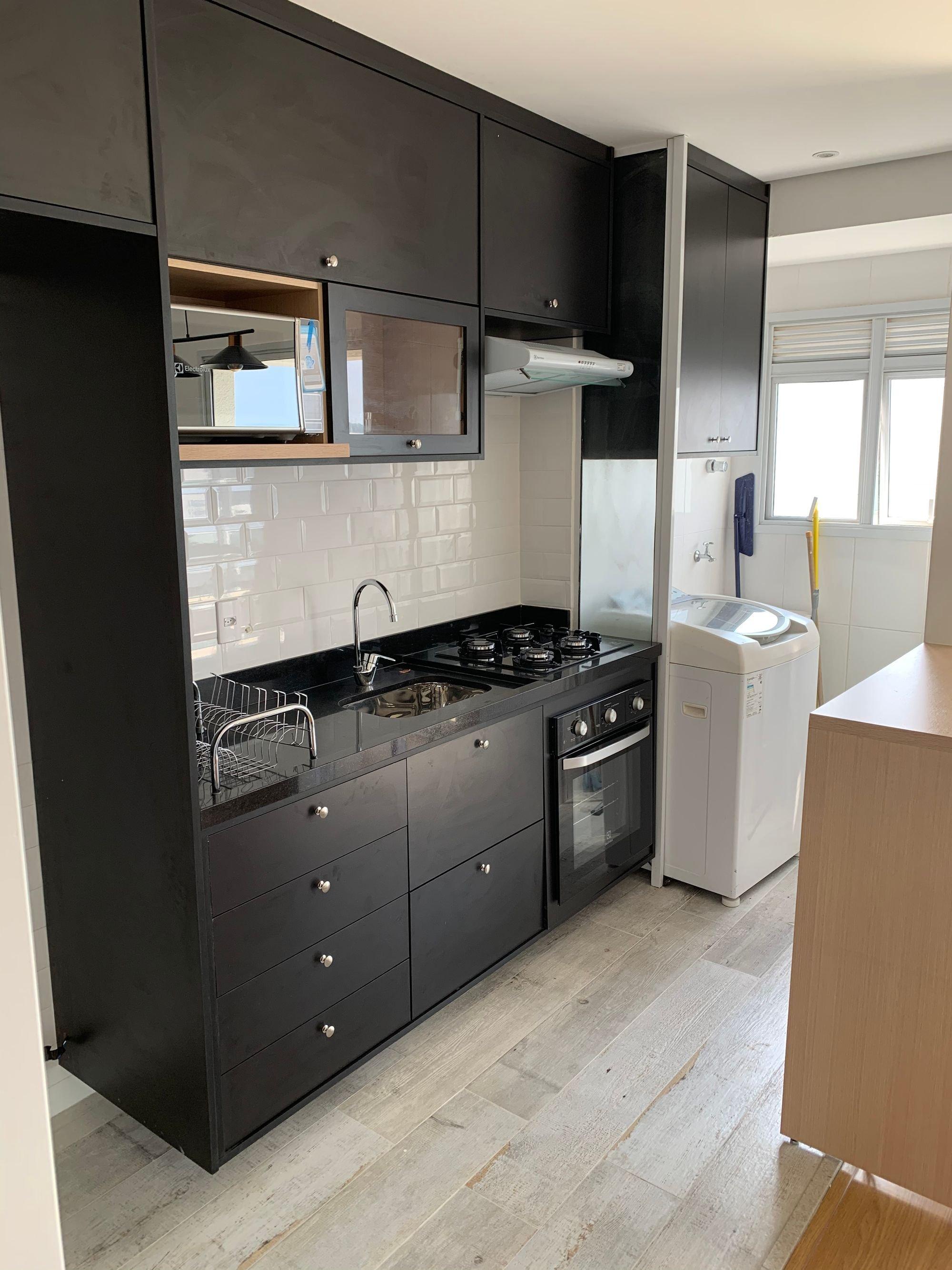 Foto de Cozinha com forno, pia