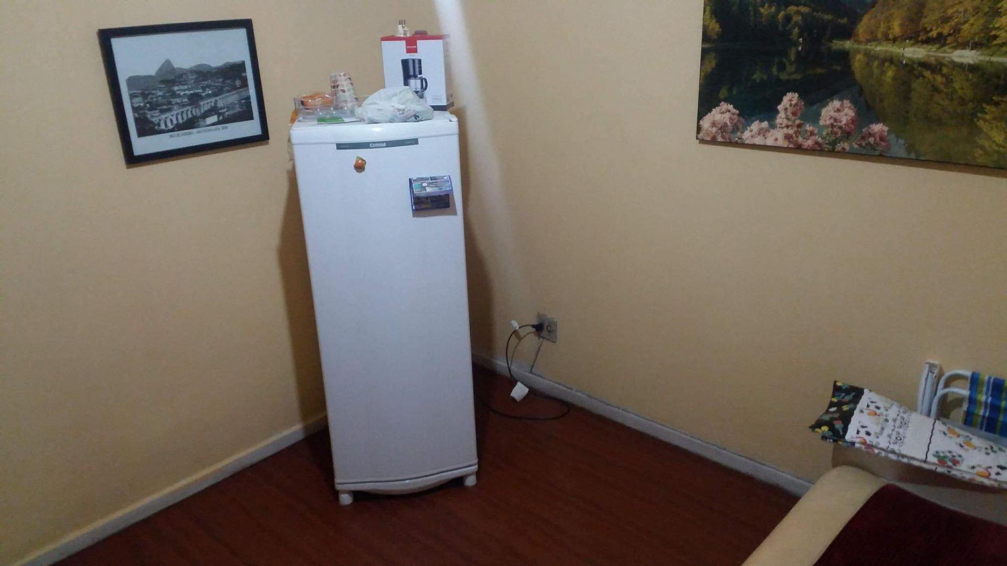 Foto de Sala com geladeira