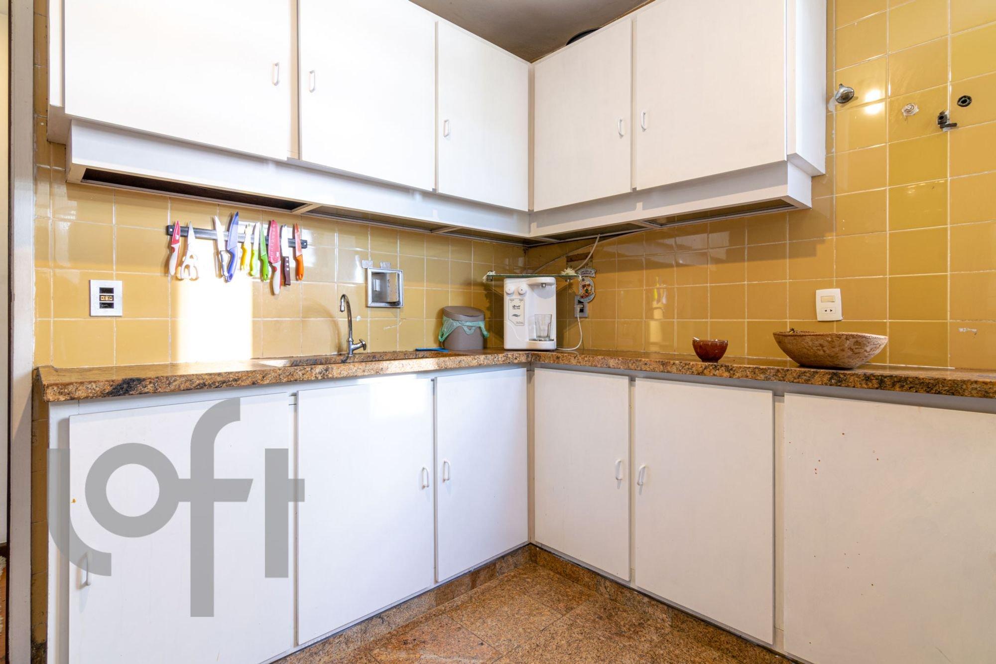 Foto de Cozinha com tigela, faca