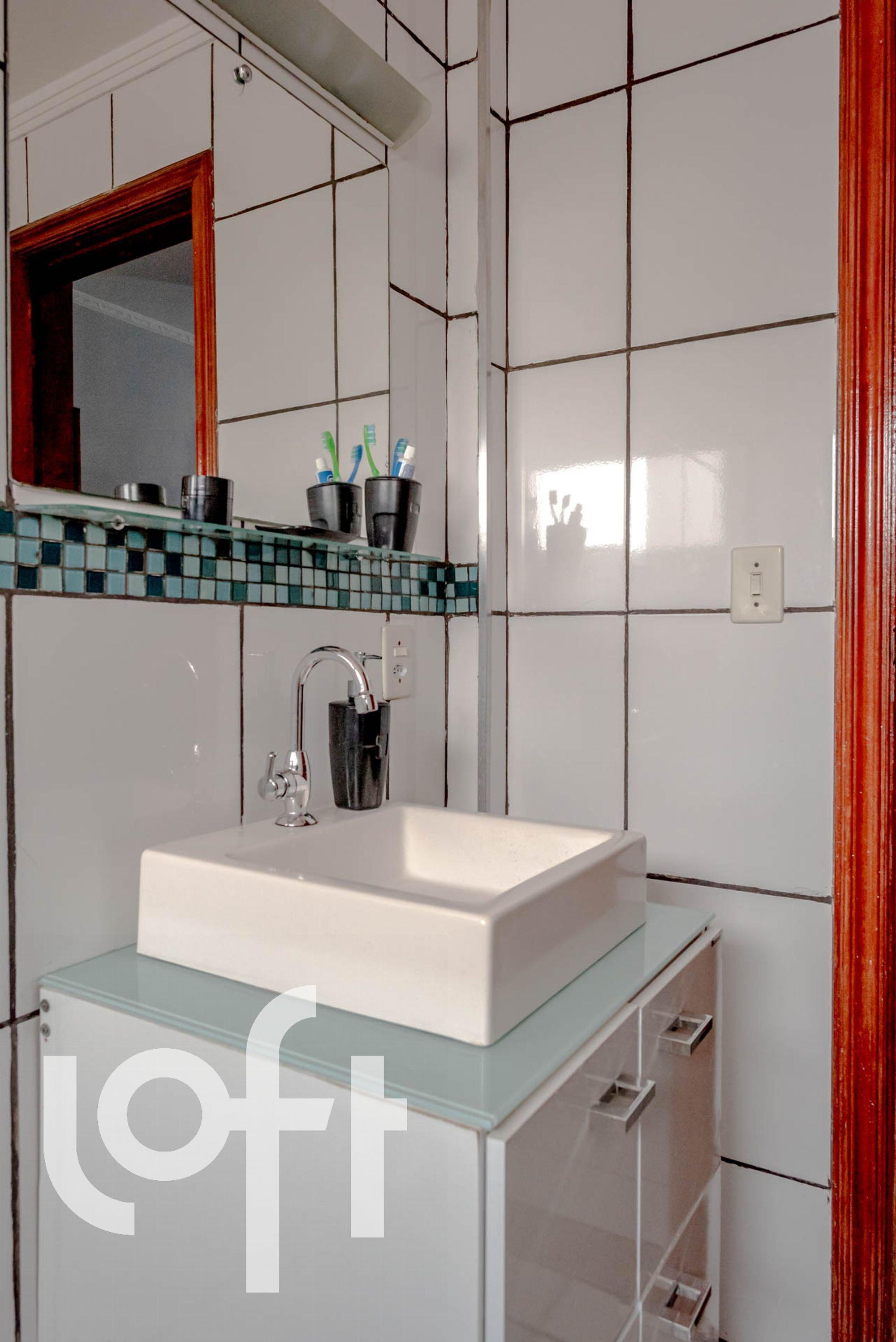 Foto de Cozinha com escova de dente, pia