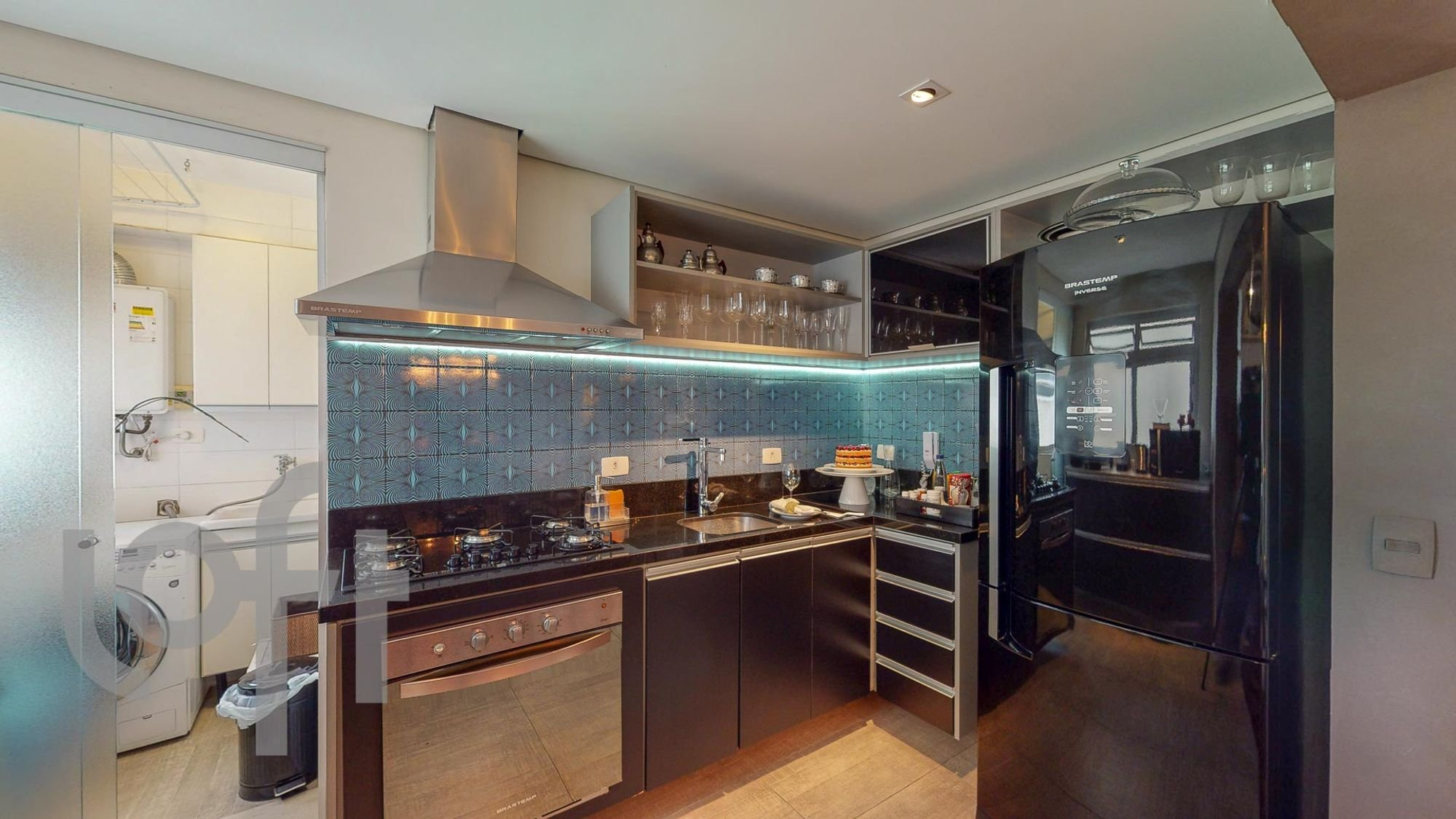 Foto de Cozinha com forno, pia, garrafa