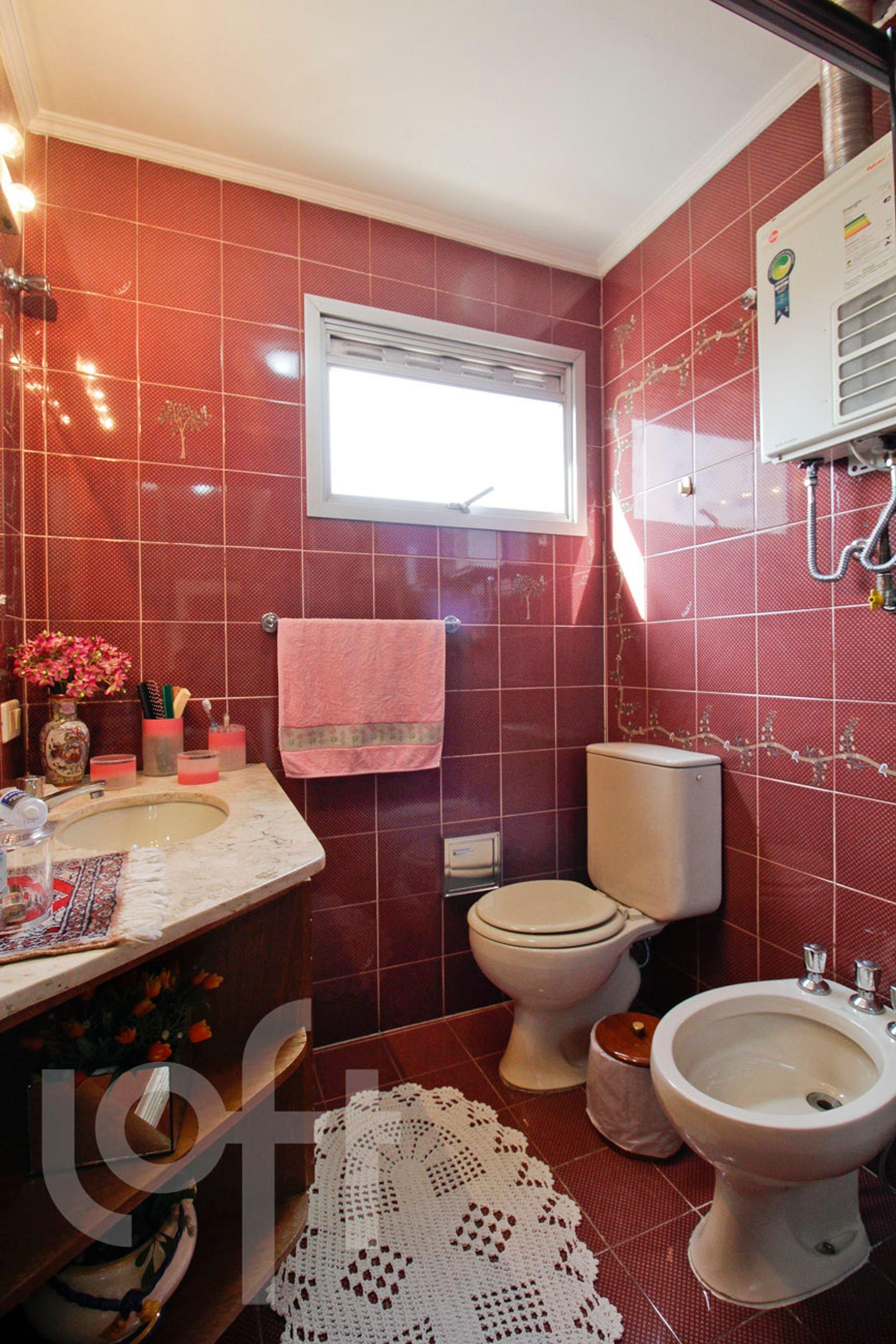 Foto de Banheiro com vaso de planta, vaso sanitário, vaso, pia