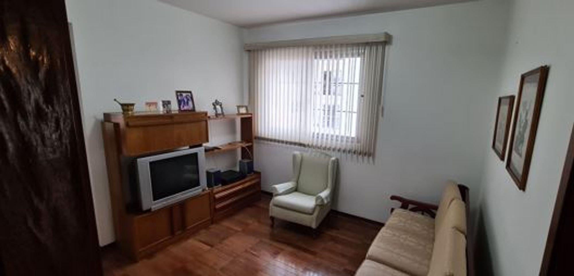 Foto de Corredor com televisão, cadeira