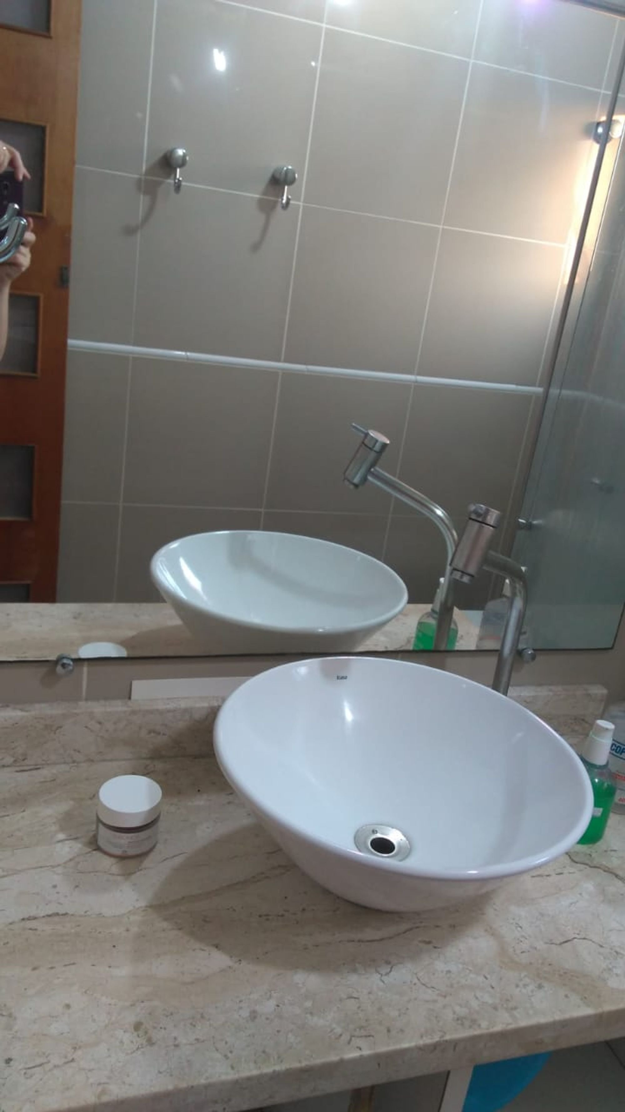 Foto de Banheiro com tigela, pia