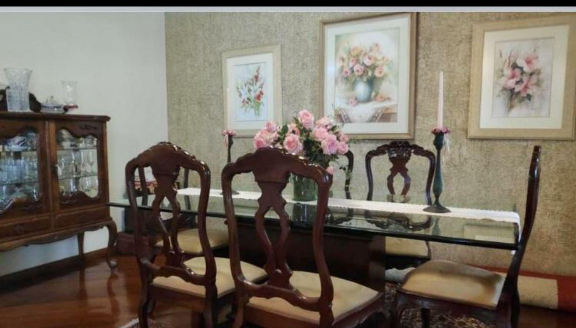 Foto de Hall com vaso de planta, cadeira
