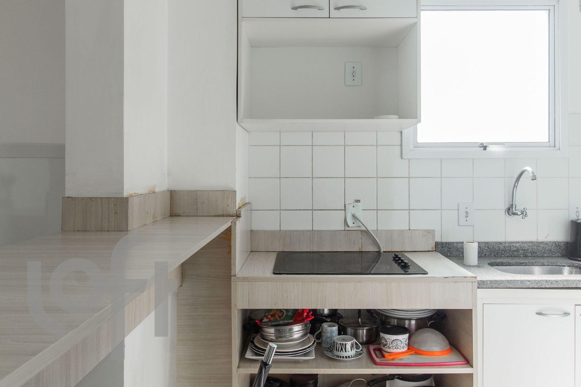 Foto de Cozinha com cadeira, pia