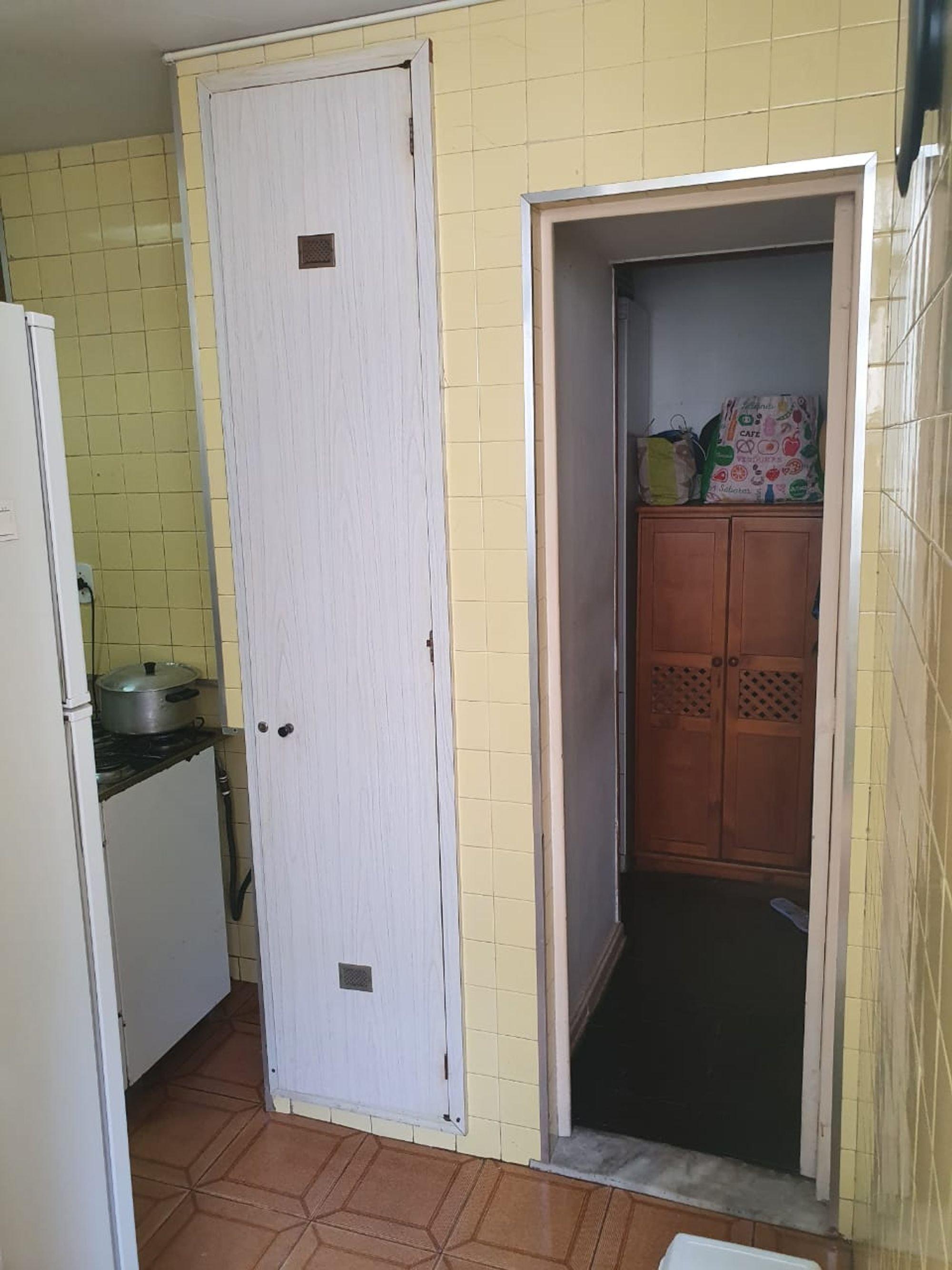 Foto de Varanda com tigela, geladeira
