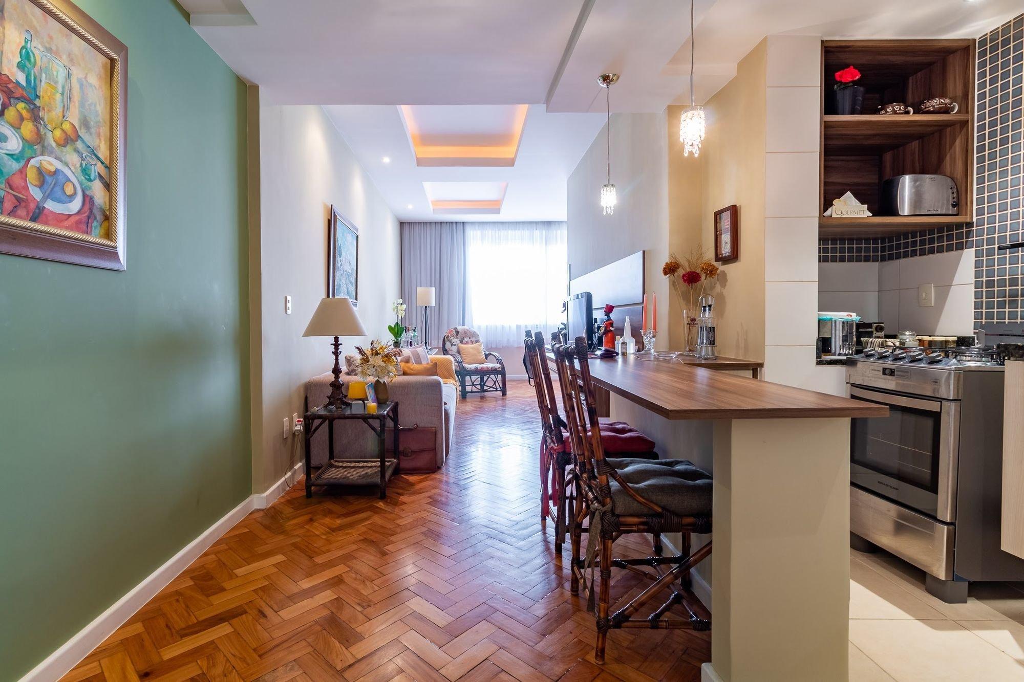 Foto de Cozinha com forno, sofá, cadeira