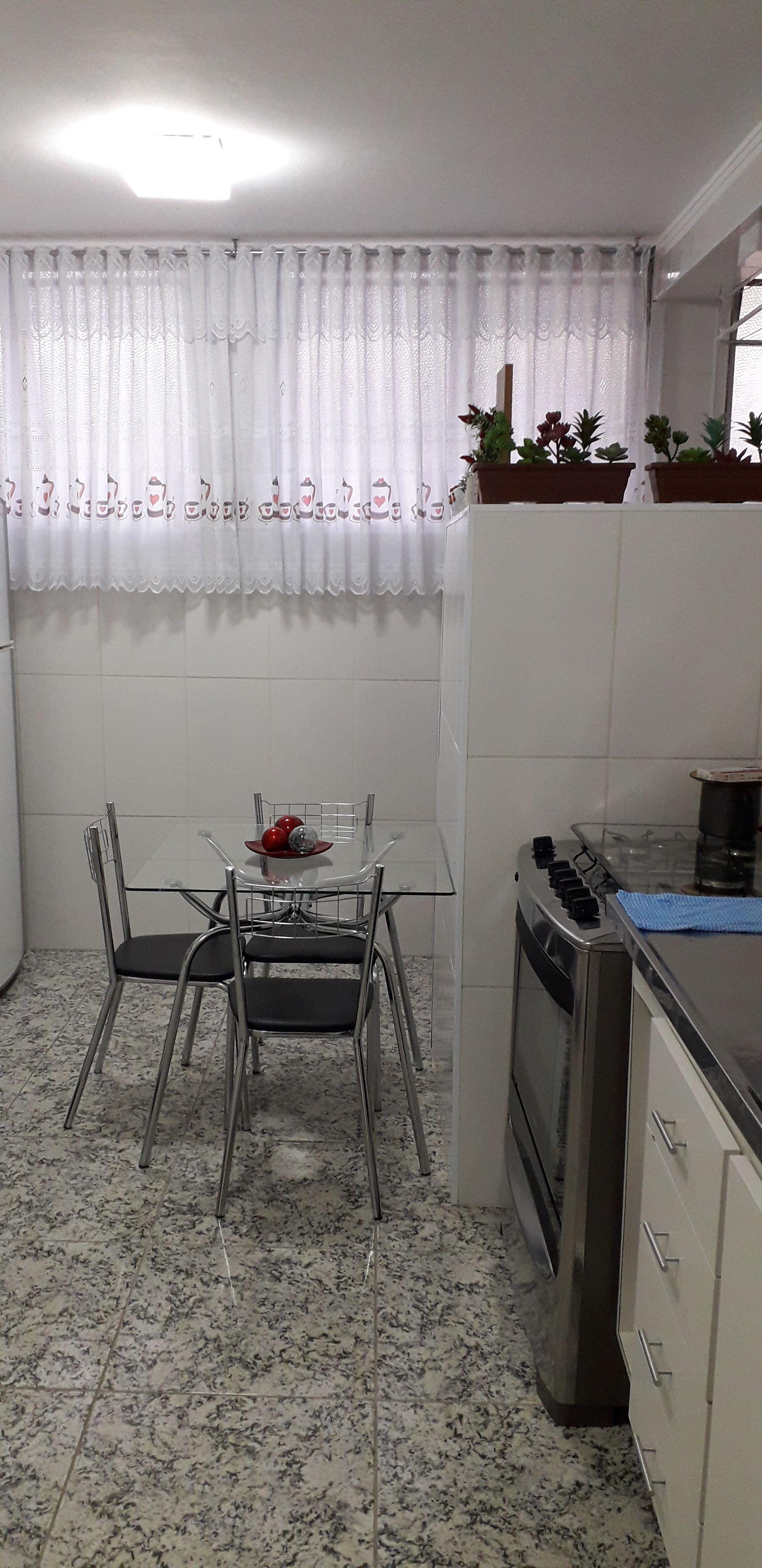 Foto de Cozinha com forno, cadeira