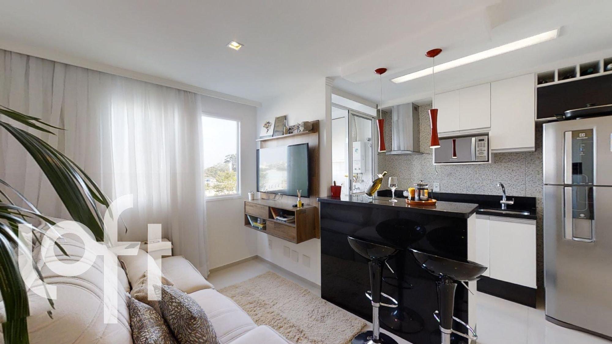 Foto de Cozinha com geladeira, televisão, cadeira