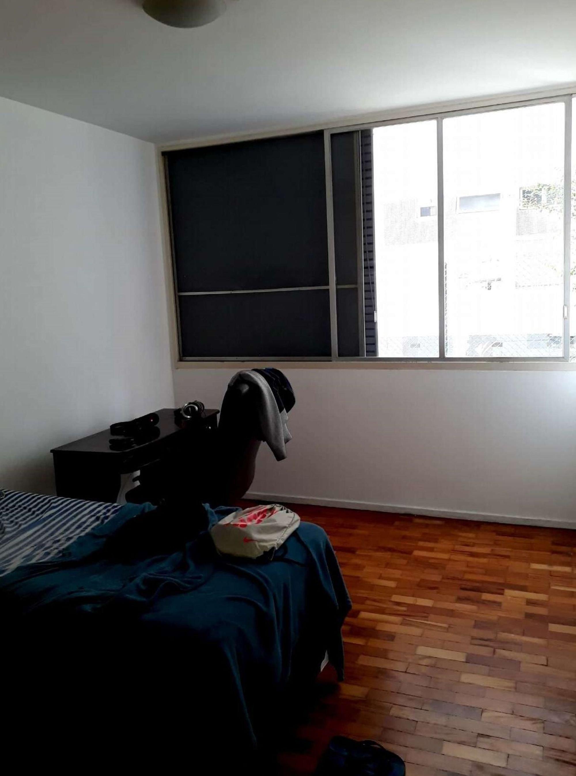 Foto de Quarto com cama, cão