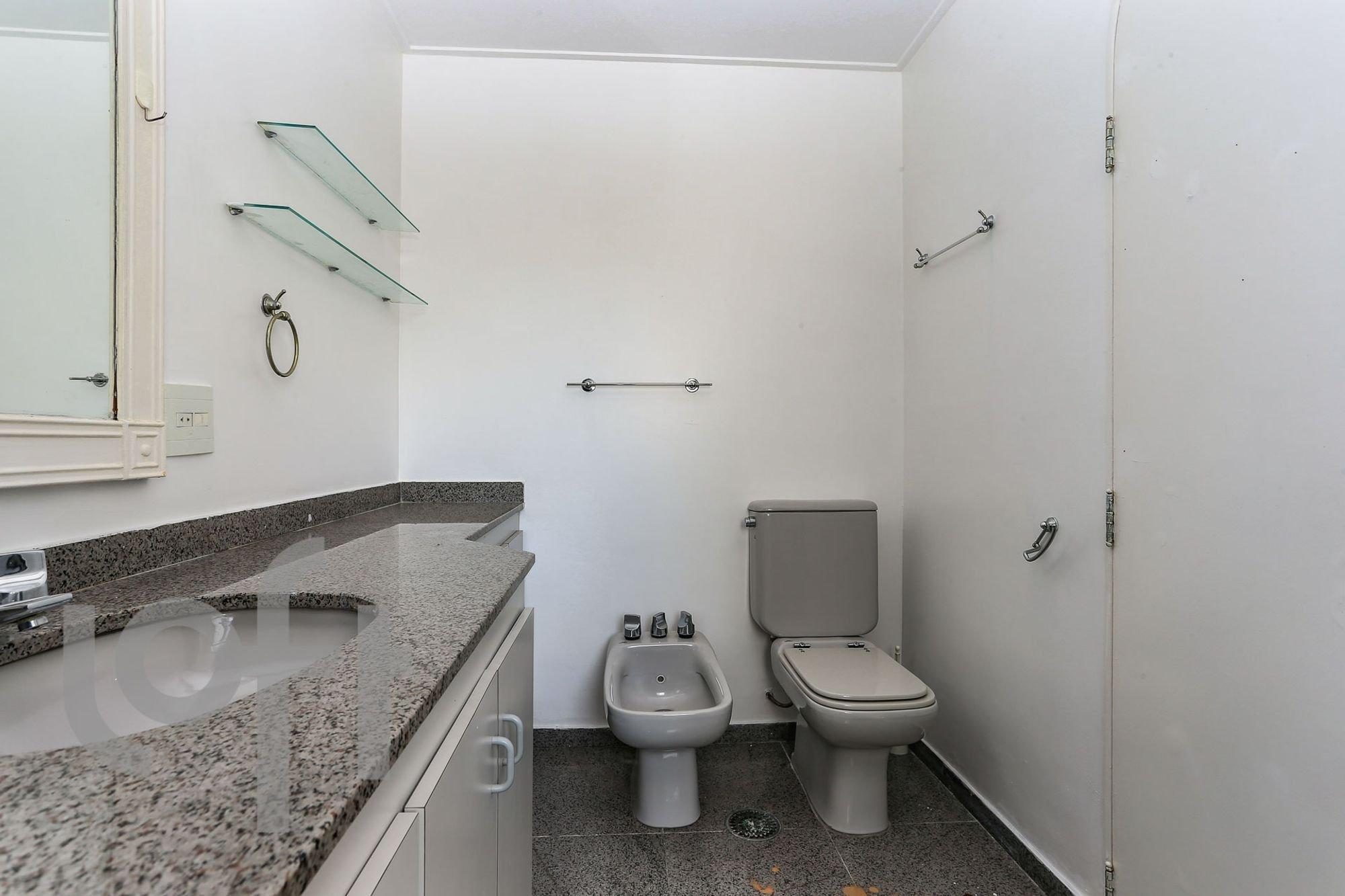 Foto de Banheiro com vaso sanitário, pia