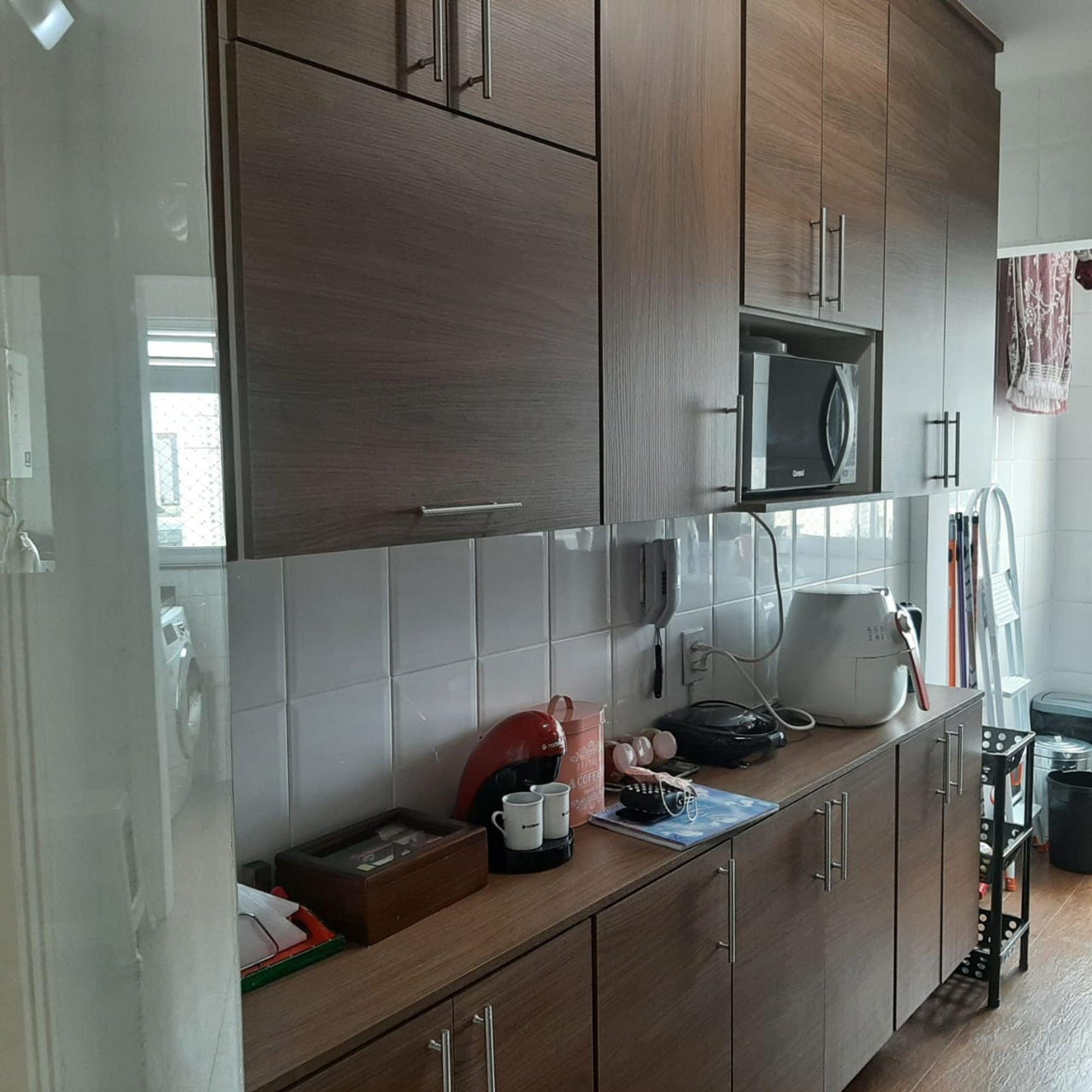 Foto de Cozinha com microondas