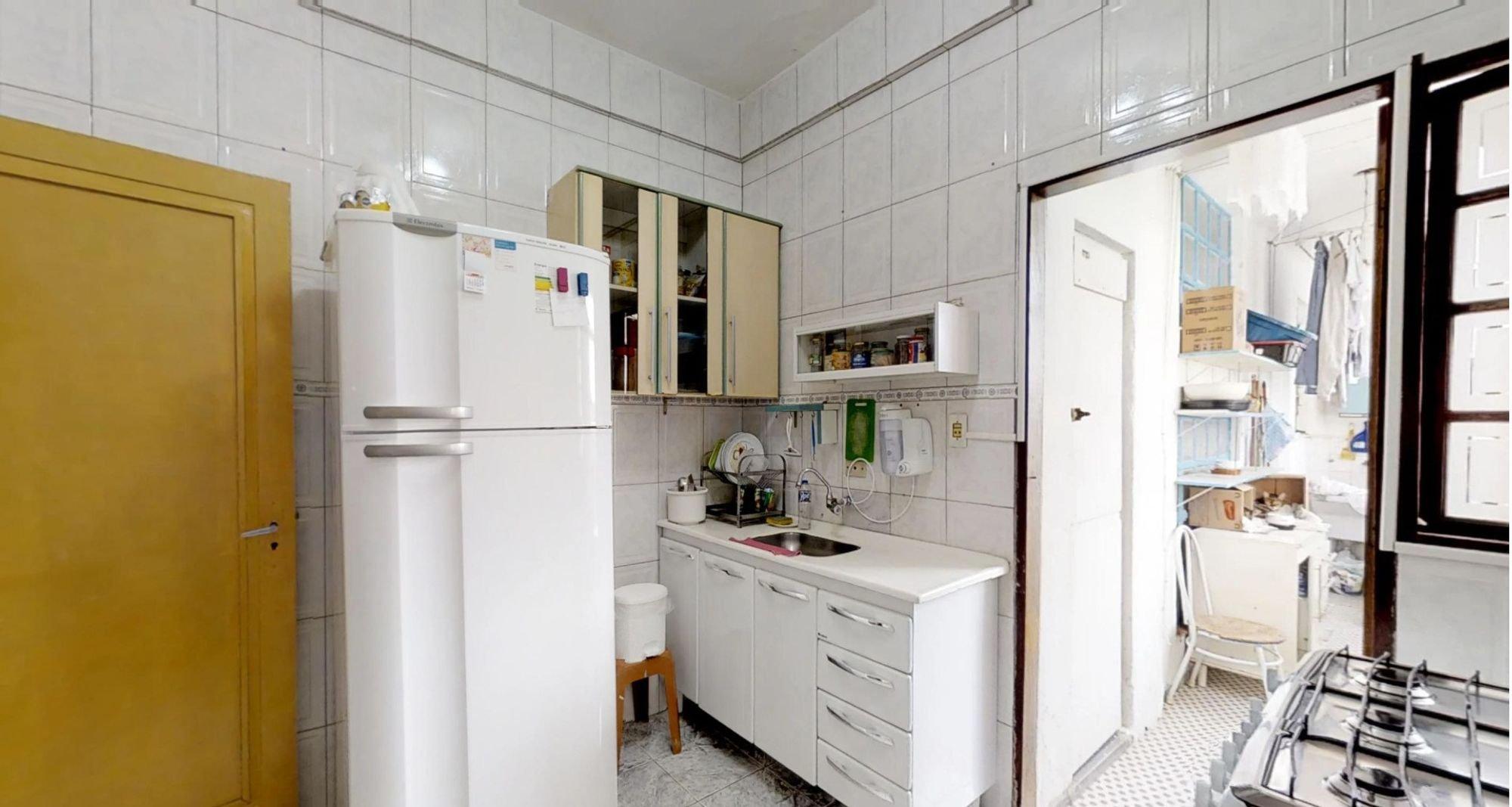 Foto de Cozinha com forno, relógio