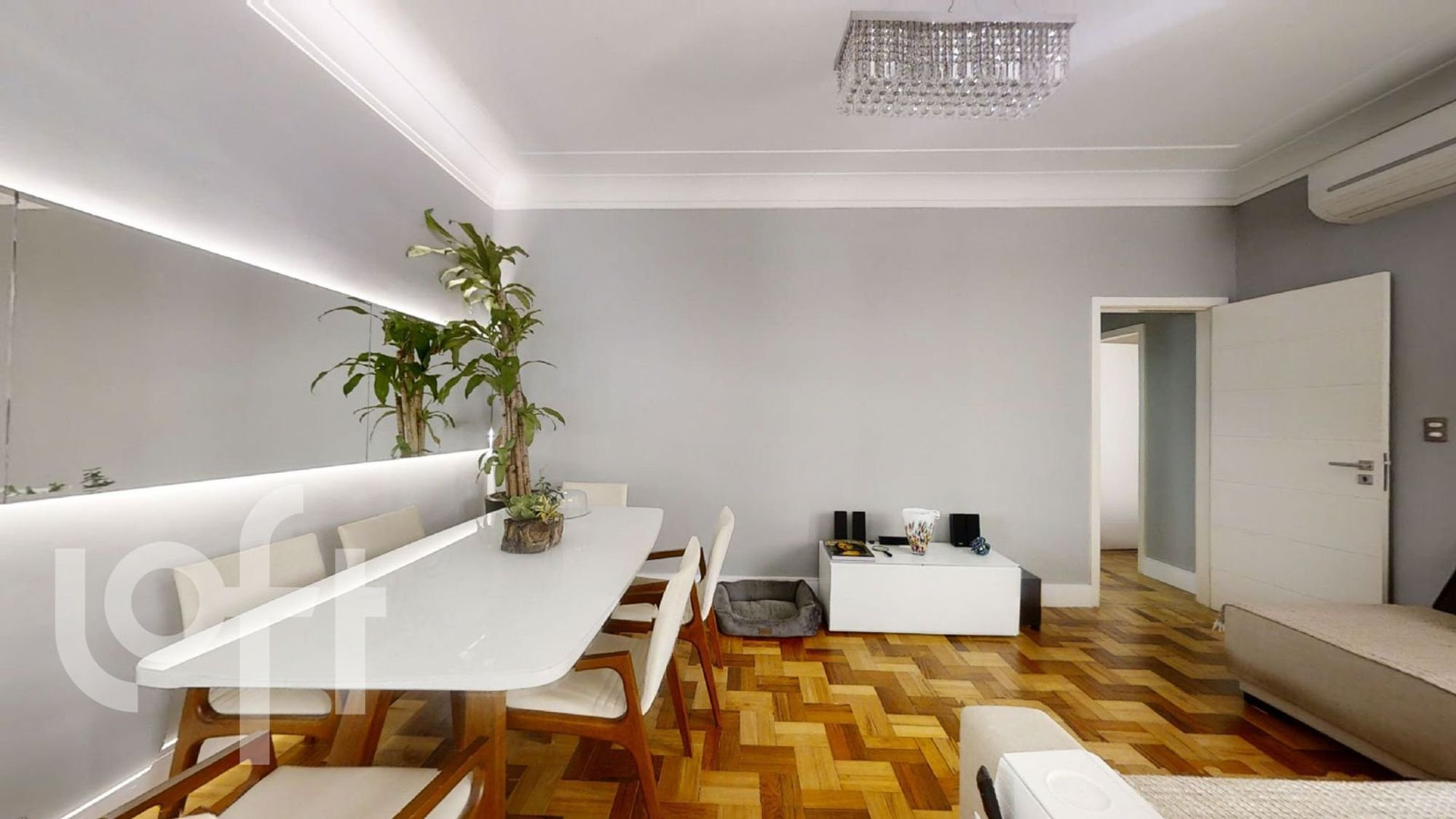 Foto de Sala com vaso de planta, vaso, cadeira