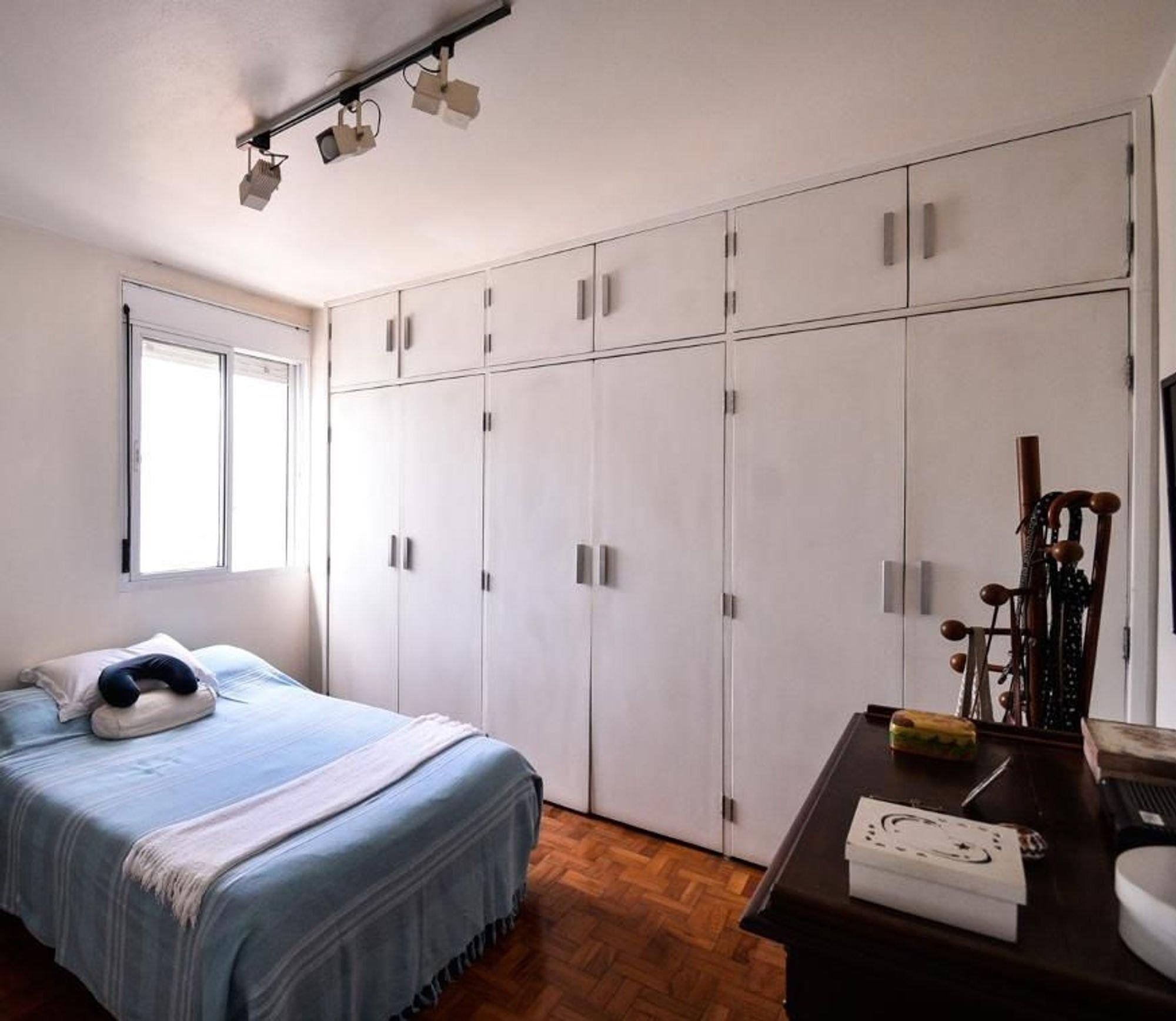 Foto de Quarto com cama, pia