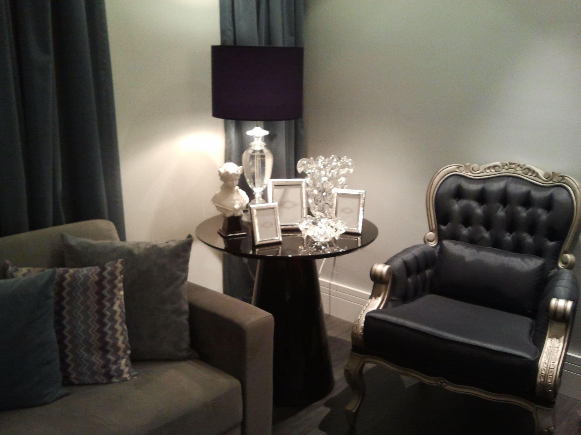 Foto de Hall com sofá, cadeira