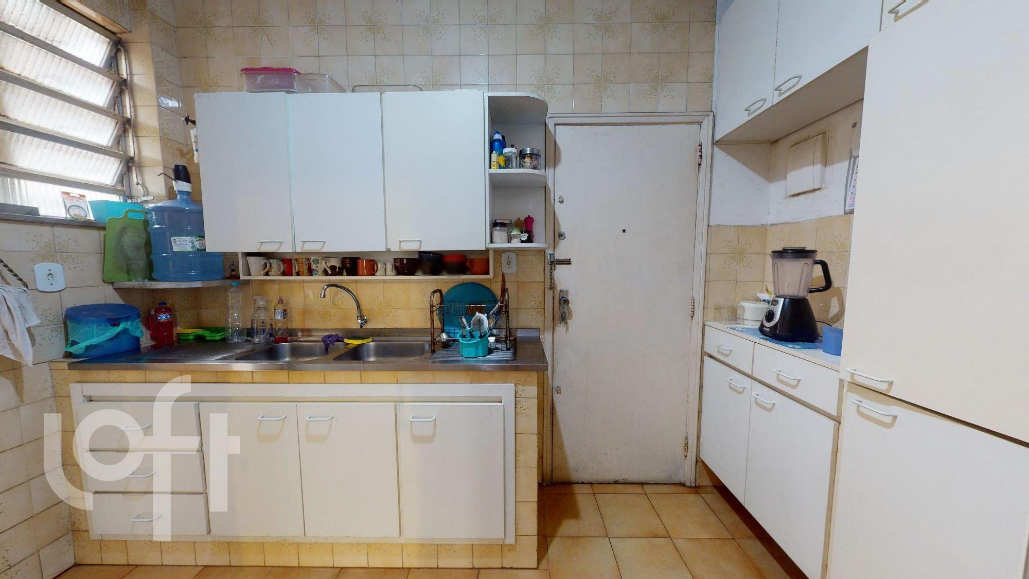 Foto de Cozinha com pia, garrafa