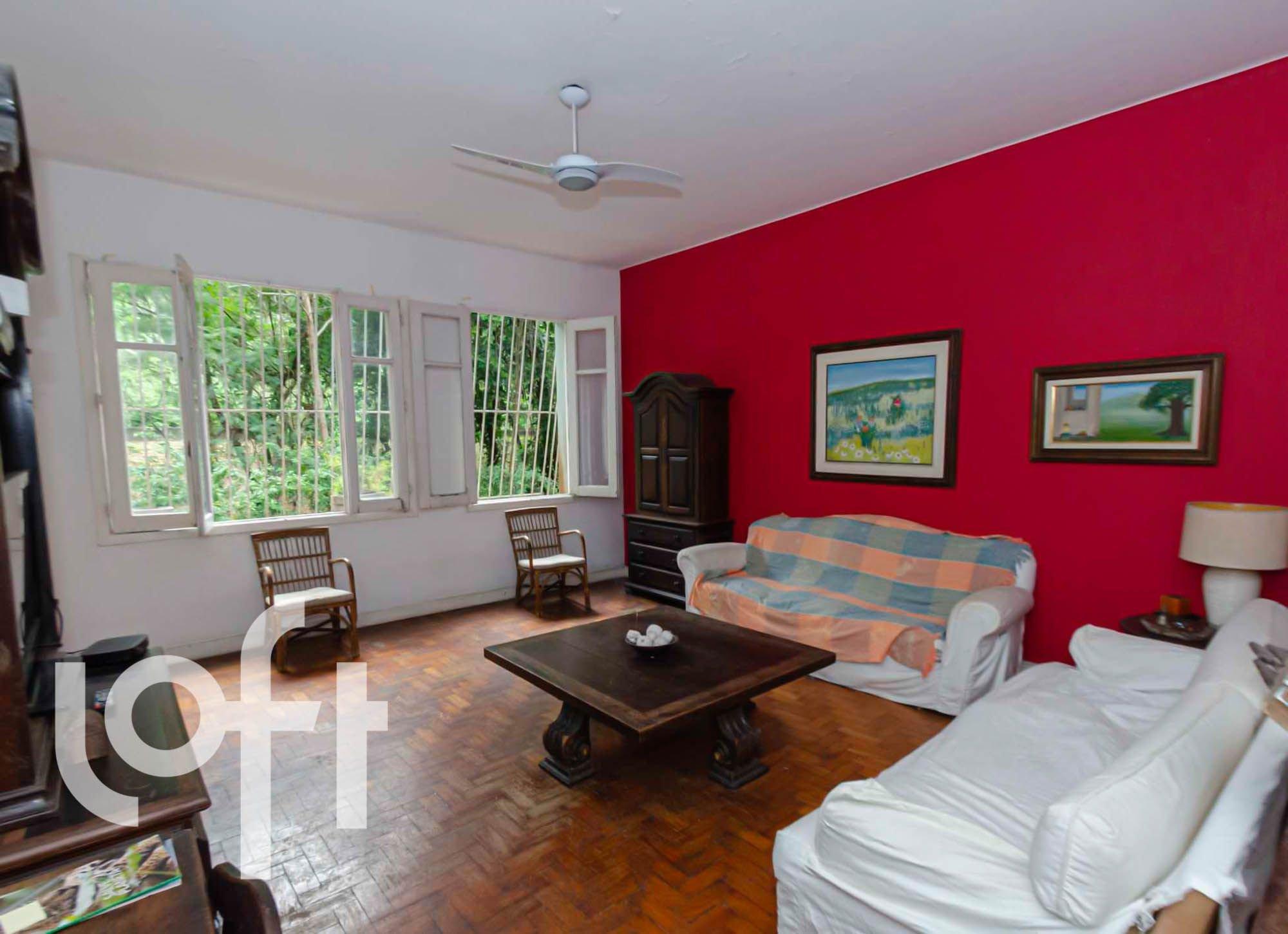 Foto de Sala com sofá, televisão, tigela, cadeira, mesa de jantar