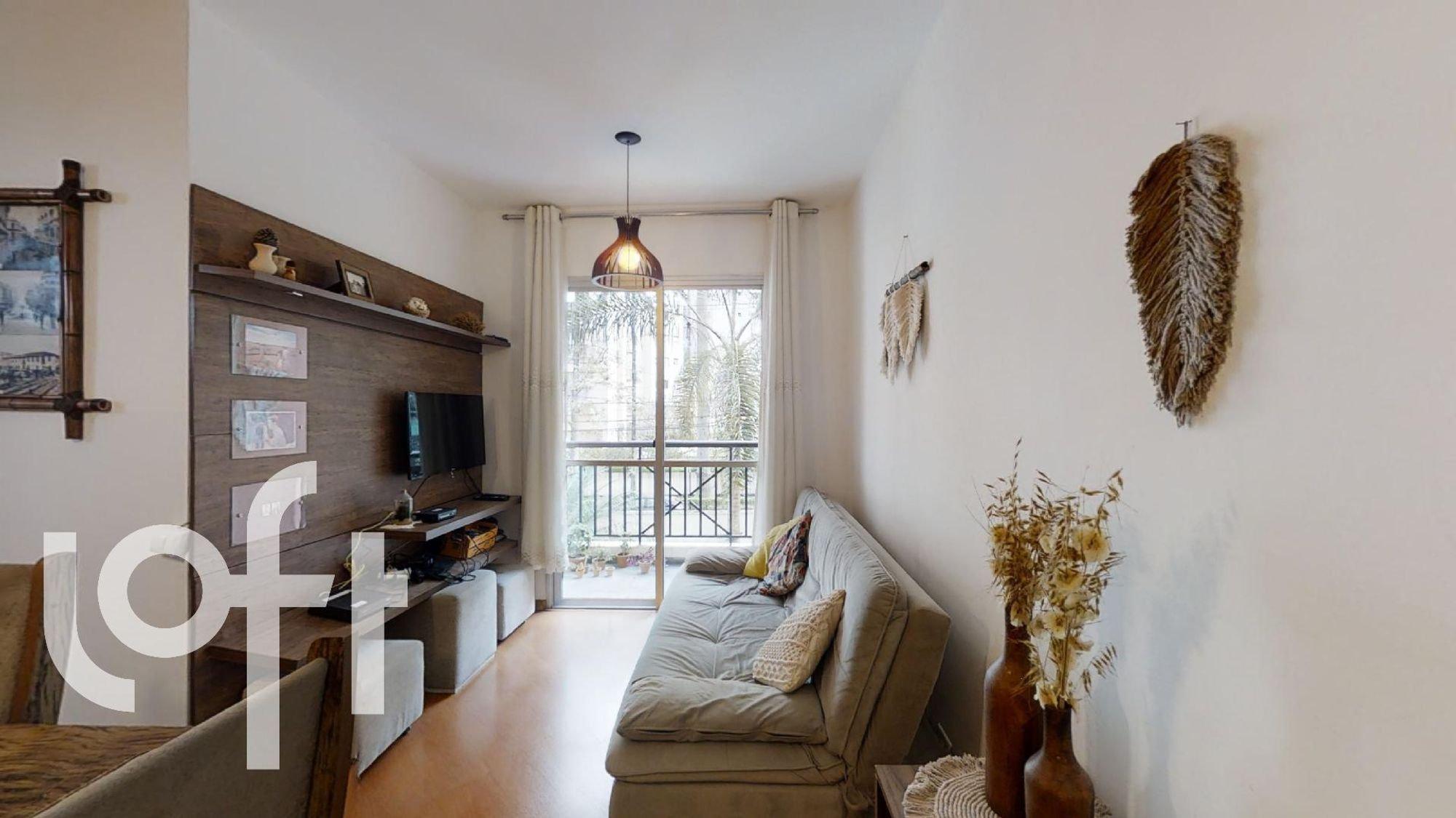 Foto de Sala com sofá, televisão, vaso