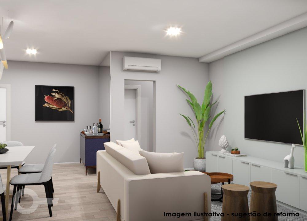 Foto de Sala com vaso de planta, televisão, cadeira, mesa de jantar, sofá, vaso, garrafa