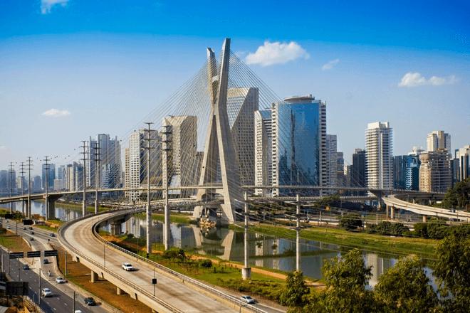 Foto da ponte estaiada Octávio Frias de Oliveira que fica localizada no bairro do Brooklin em São Paulo